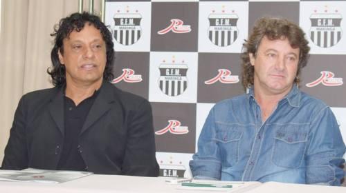 Aurélio Almeida e Tupãzinho na apresentação que realizaram (Foto: Orlando Gonzalez)