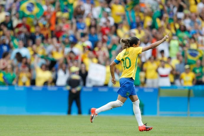 Marta Vieira da Silva Brasil celebrando
