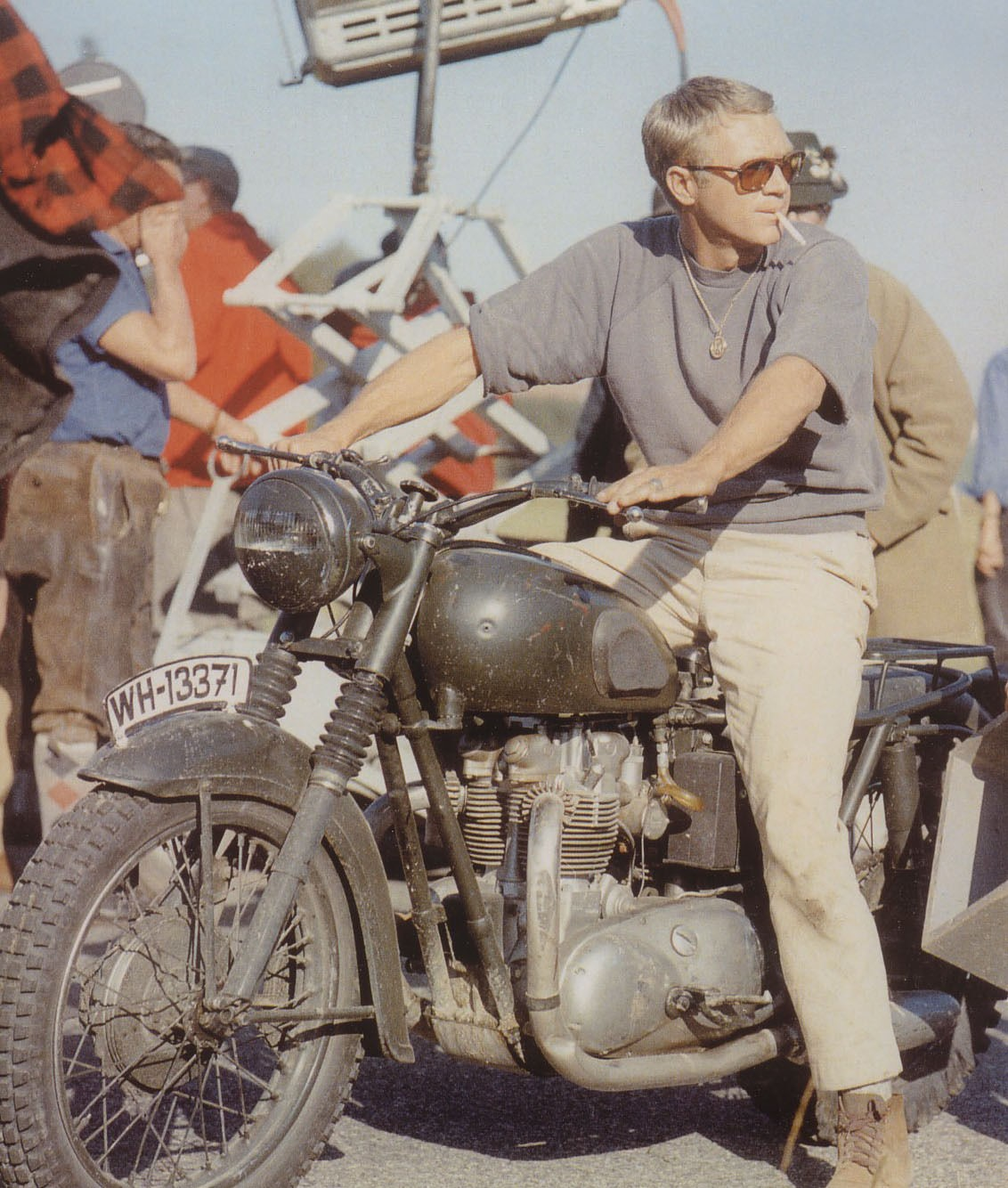 Steve McQueen fumando Triumph TT 650 Special