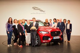 Jaguar F-Pace vence Women's World Car of The Year
