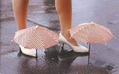 Paragüas cubre zapatos.