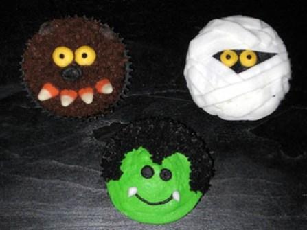 Cupcakes para Halloween con monstruos simpáticos