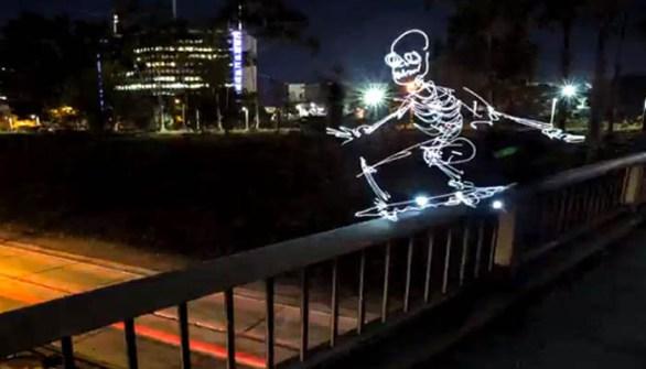 Esqueleto patinando creación de Darren Pearson