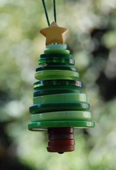 15 Adornos de Navidad que puedes hacer con tus hijos - Adornos de Navidad con botones