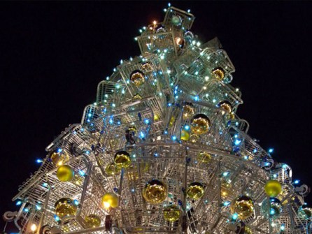 26 Árboles de Navidad Diferentes - Árbol de Navidad hecho con carritos de la compra