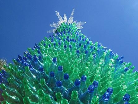 26 Árboles de Navidad Diferentes - Árbol de Navidad hecho con botellas recicladas