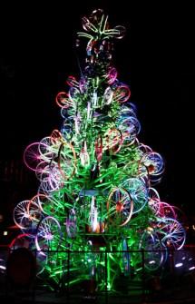 26 Árboles de Navidad Diferentes - Árbol de Navidad hecho con ruedas de bicicleta