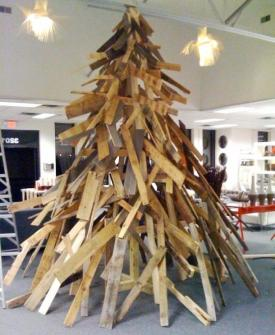 26 Árboles de Navidad Diferentes - Árbol de Navidad hecho con palos de madera