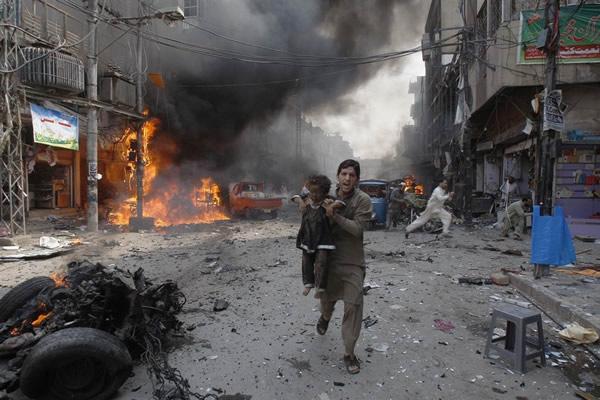 Las Imágenes más Sobrecogedoras de 2013 - Explosión en Pakistán