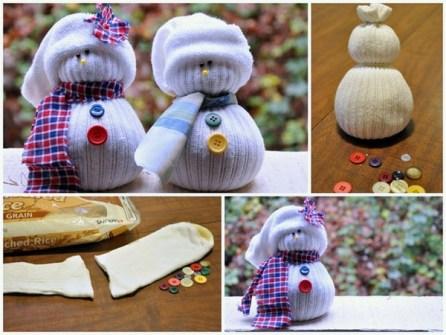 15 Adornos de Navidad que puedes hacer con tus hijos - Muñecos de nieve hechos con calcetines