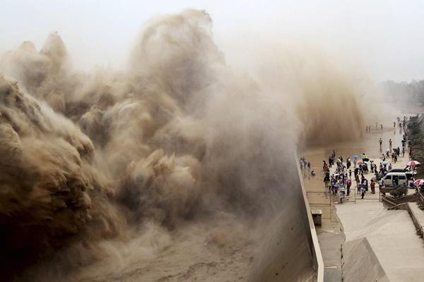 Las Imágenes más Sobrecogedoras de 2013 - Limpieza de la presa Xiaolangdi en China