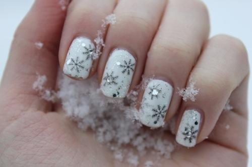 Ideas para Decorar Uñas en Navidad - Uñas con copos de nieve