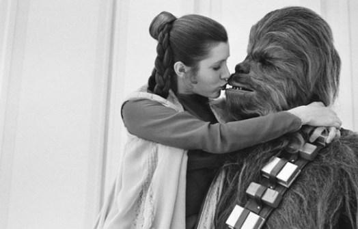 Fotos inéditas de Star Wars - Chewbacca besando a la Princesa Leia