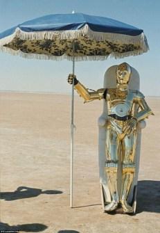 Fotos inéditas de Star Wars - C3PO al cubierto del Sol