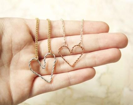 Regalos DIY para San Valentín - Regálale este collar amuleto con forma de Corazón hecho por ti