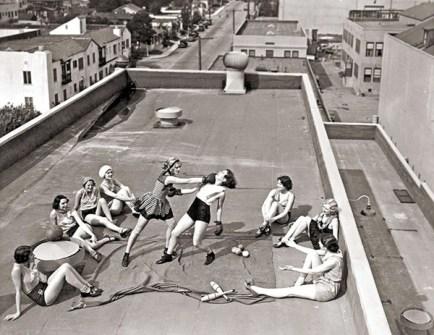 Fotografías Vintage que ya no se volverán a Repetir - Boxeo de chicas en una azotea