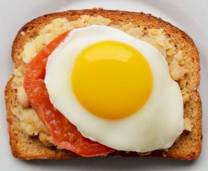 Puré de Habas + Tomate + Huevo Frito