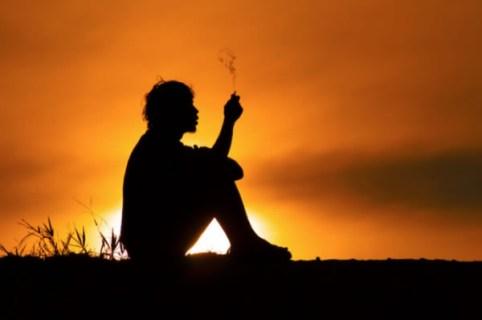 Silueta Fumando.