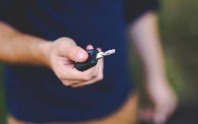 Man holding car keys - an affiliate program for car loans