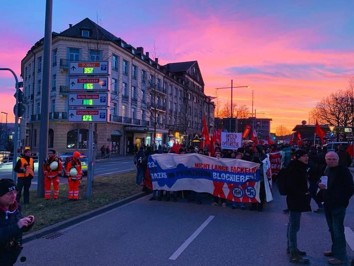 Proteste gegen Nazi Fackelmahnwache