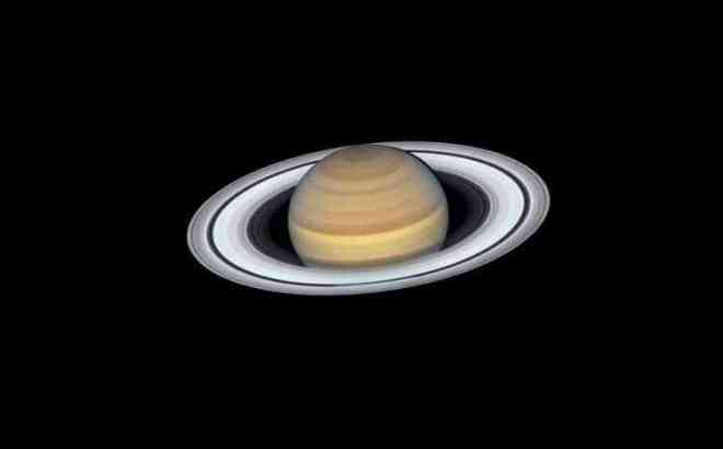 photo of saturn showing its rings