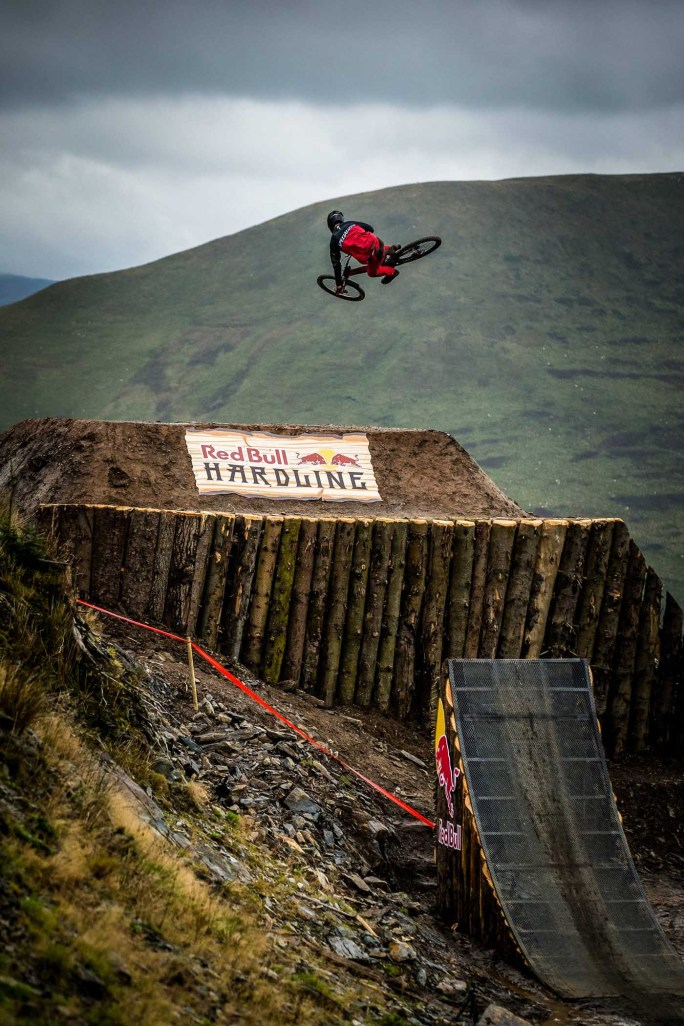 David McMillan performs at Red Bull Hardline in Wales, UK on September 24, 2017 // Boris Beyer / Red Bull Content Pool // P-20170925-01307 // Usage for editorial use only // Please go to www.redbullcontentpool.com for further information. //