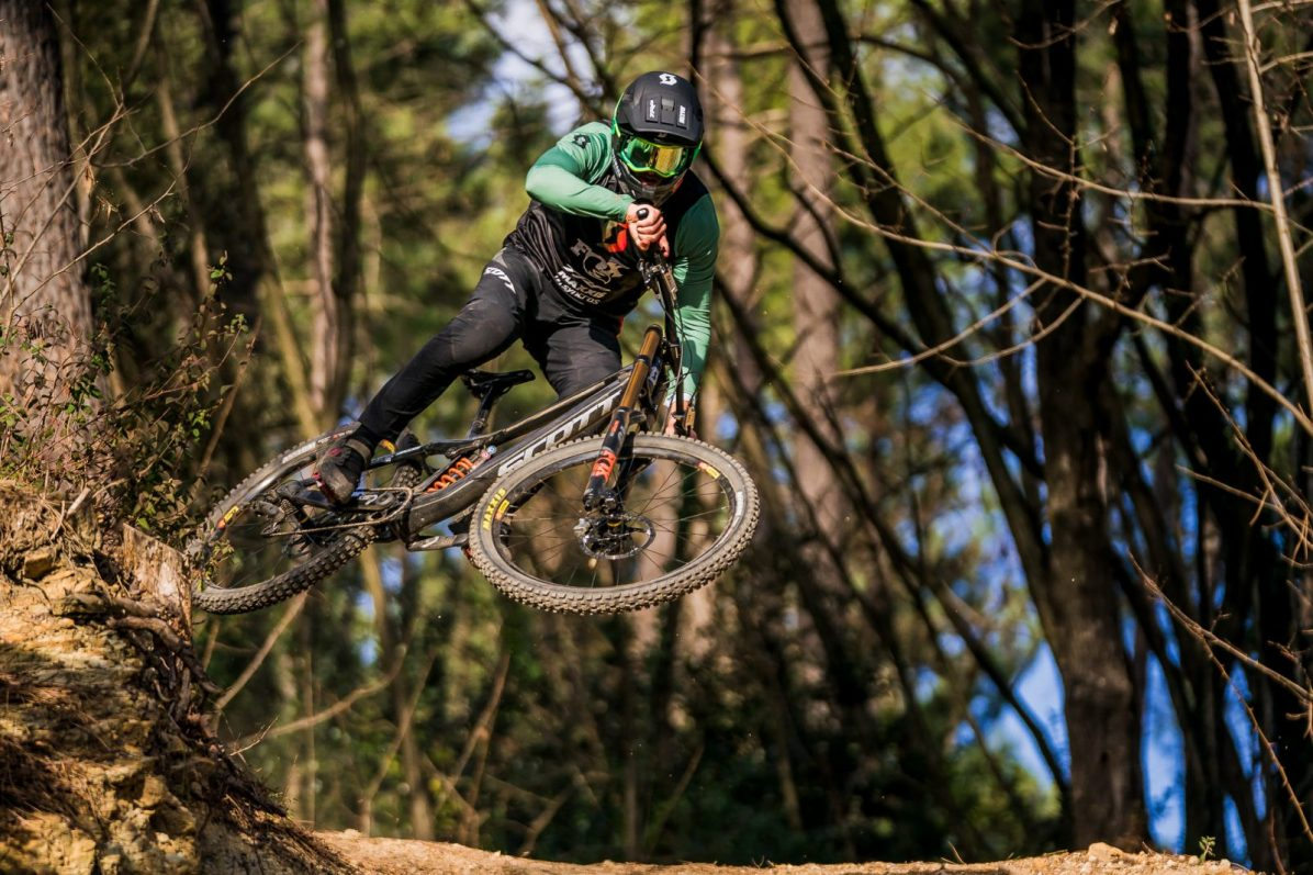 scott-sports-scott-dh-factory-bike-actionimage-2019-dean-lucas-DSC006094
