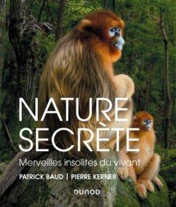 Nature secrète, un livre dont la couverture présente des singes à la figure bleue