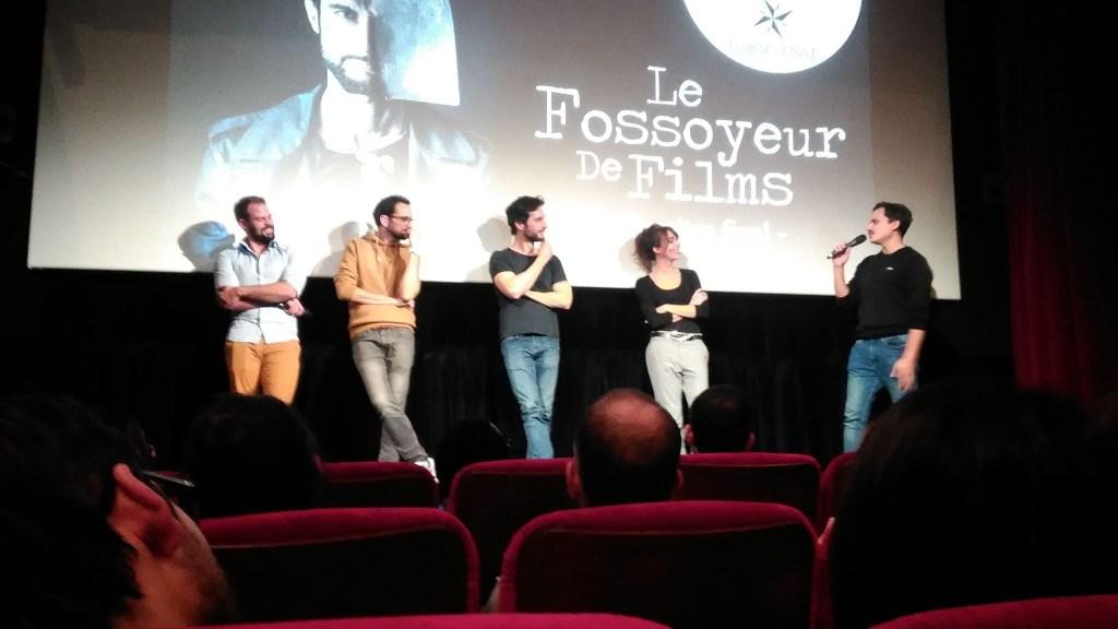 Le fossoyeur de films et tous les acteurs dans la salle de cinéma