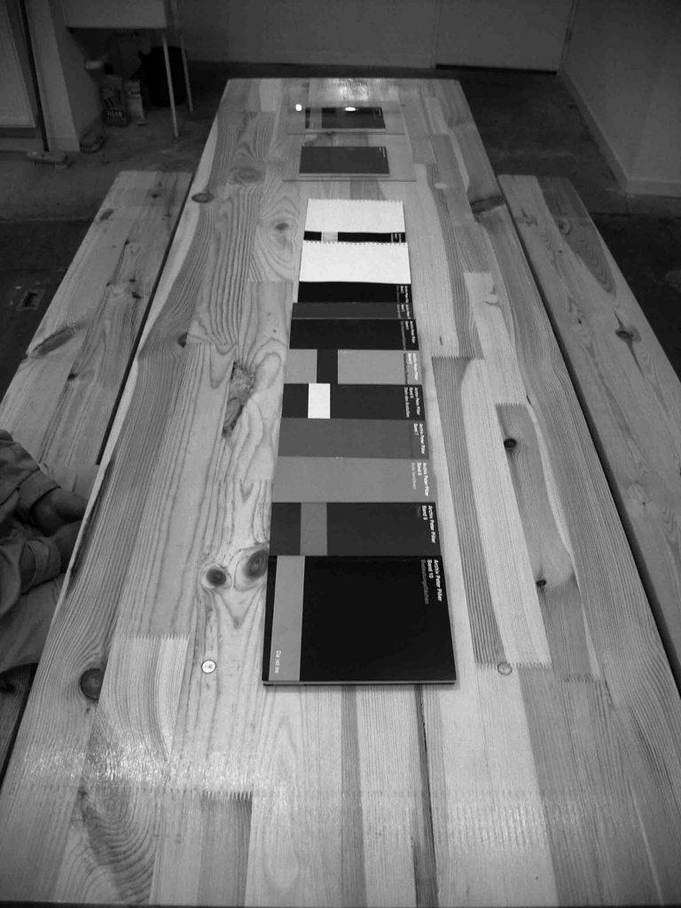 Fig. 8 : Table d'hôtes. Archiv Peter Piller, exp., Lyon, 14-16 rue Terraille, juin 2007 ; commissariat : Pierre-Olivier Arnaud, Stéphane Le Mercier © Stéphane Le Mercier