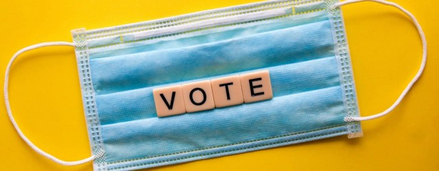Vote en lettres scrabble sur un masque