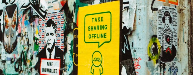 "Affiche sauvage dont l'une dit ""take sharing offline"""