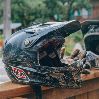 how to clean motorcycle helmet at home