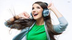 girl-listen-ot-musci