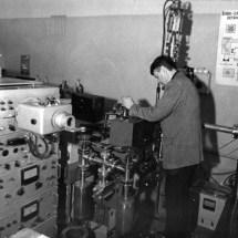 Г. Зиков в лабораторії лазерної мас-спектрометрії, 70-ті роки