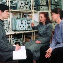 Т. Парубоча та студенти на лабораторних з ЦОІ, квітень 2002 р.