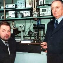 С. Савенков та Ю. Скобля, лабораторія поляриметрії, квітень 2002 р.