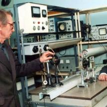 І. Пугач та Ю. Косинський, лабораторія кільцевих лазерів, квітень 2002 р.