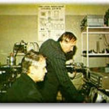 Г. Зиков, В. Матвєєв в лабораторії лазерної мас-спектрометрії, 1983 р.