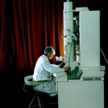 О. Бардамід, лабораторія електронної мікроскопії, 90-ті роки