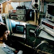 А. Коновалов в лабораторії електронної спектроскопії, 90-ті роки