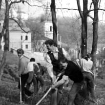 Комсомольський суботник в Києво-Печерський Лаврі, 80-ті роки ХХ ст