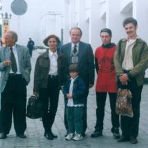 В. Данилов, А. Крючин із студентами кафедри на Міжнародній конференції з методики навчання в м. Славутич, 1997 р.