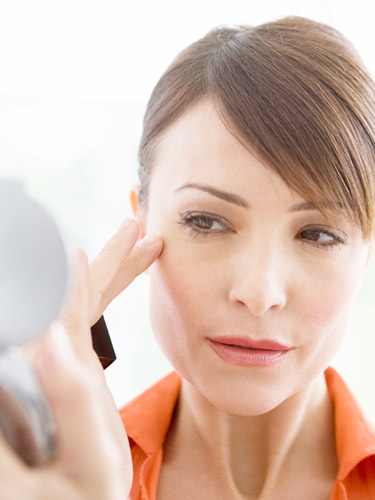 woman interested in injectables consults with plastic surgeons in las vegas nv