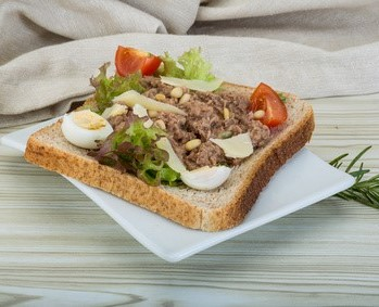 Thunfischtoast mit Paprikaquark fast ohne Kohlenhydrate
