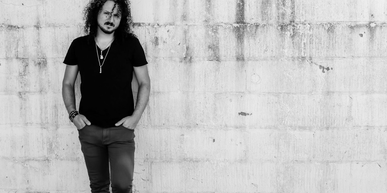 HAKEN front man ROSS JENNINGS releases debut solo single 'Words We Can't Unsay' & announces a Global Livestream 'Acoustic Shadows'