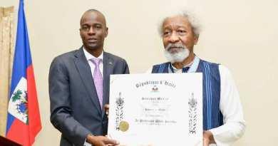 Jovenel Moise honore le prix Nobel de littérature, Wole Soyinka