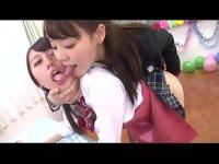 人気セクシー女優の浜崎真緒がペニバンでおまんこを犯しながら淫語を囁くレズビアン動画