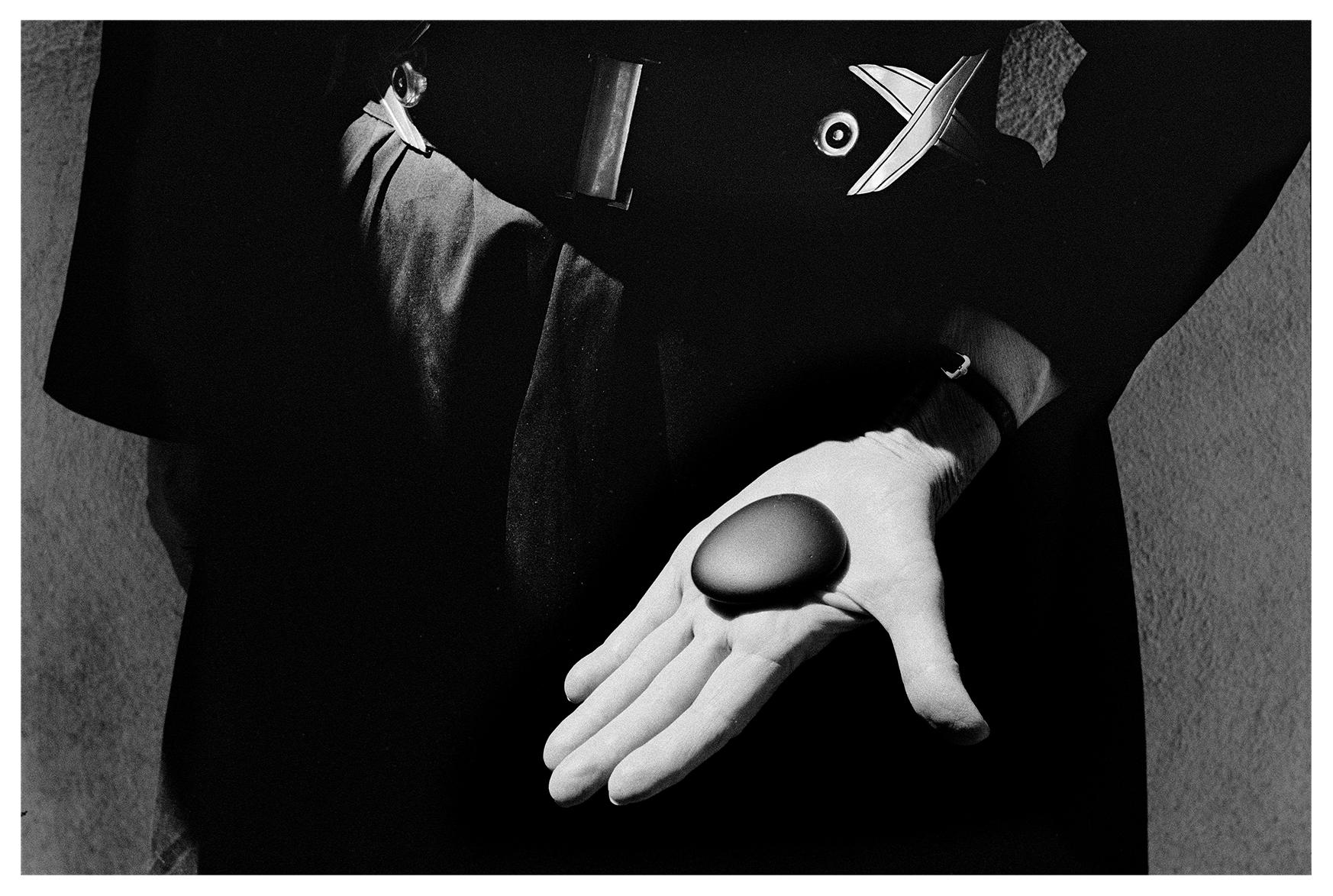 O'Keefe Stone,1967 © John Loengard