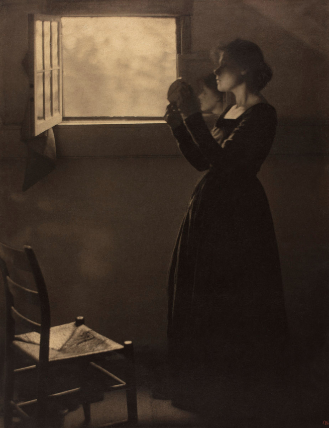 Clarence H. White, The Mirror, 1912. Varnished palladium print. George Eastman Museum